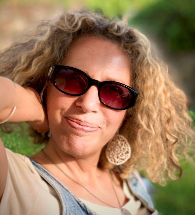 Angela Saltafuori wine tours in Tuscany